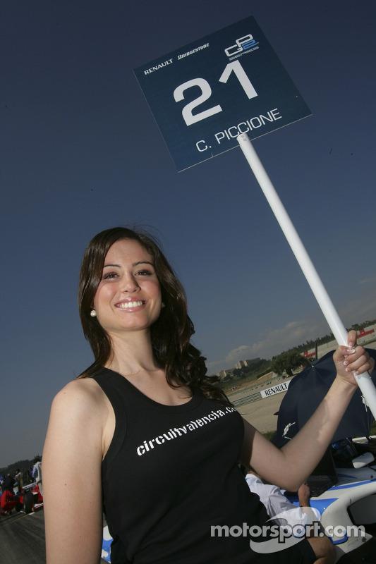 Jeune femme de grille du GP2