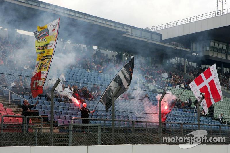 Des fans à Hockenheim prêts pour la course