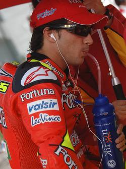 Toni Elias on the grid