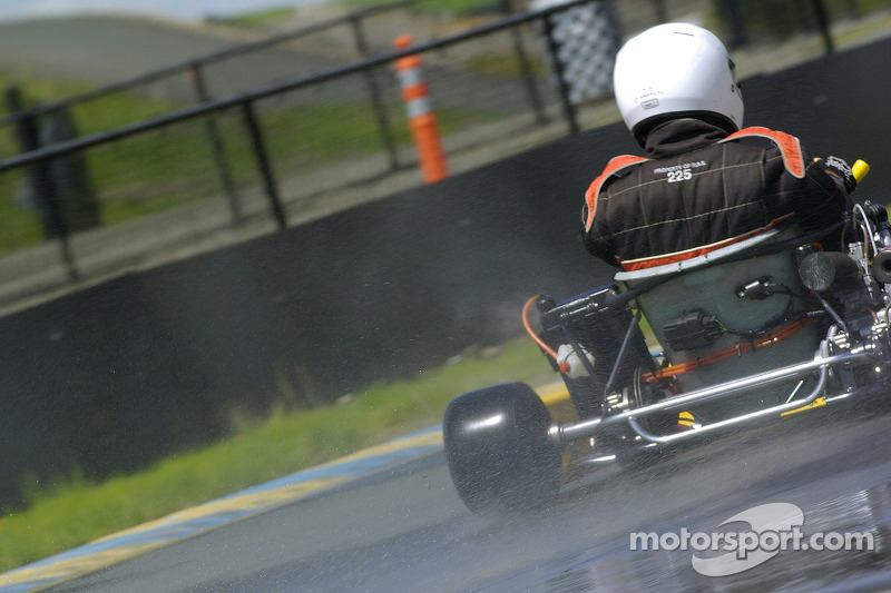 Scott Speed conduit un kart