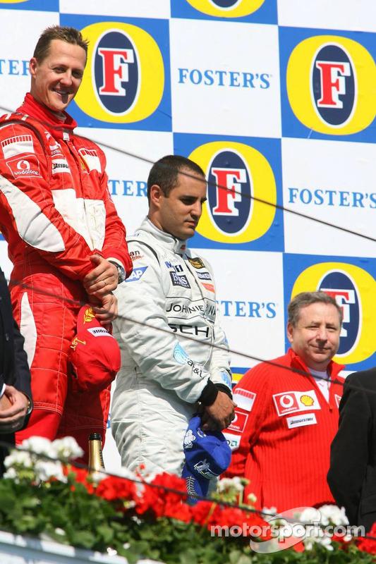 Podium: le vainqueur Michael Schumacher avec Juan Pablo Montoya