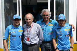 Giancarlo Fisichella, Flavio Briatore and Fernando Alonso pose with new Renault manager Alain Desos