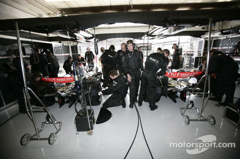 Garage mclaren grand prix de saint marin photos for Garage formule m