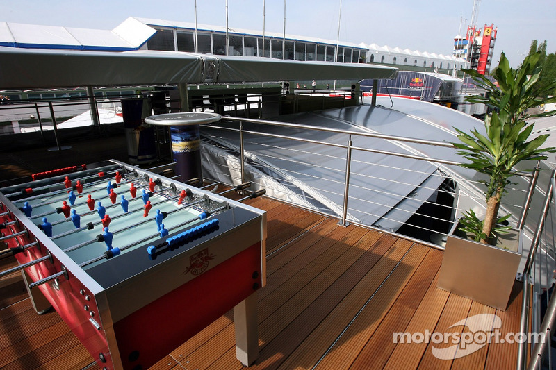 Jeudi refroidi: Le garage Red Bull Energy Station
