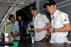 Chilled Thursday: Vitantonio Liuzzi, Tanja Bauer, Scott Speed and Christian Klien play with carrera remote control cars