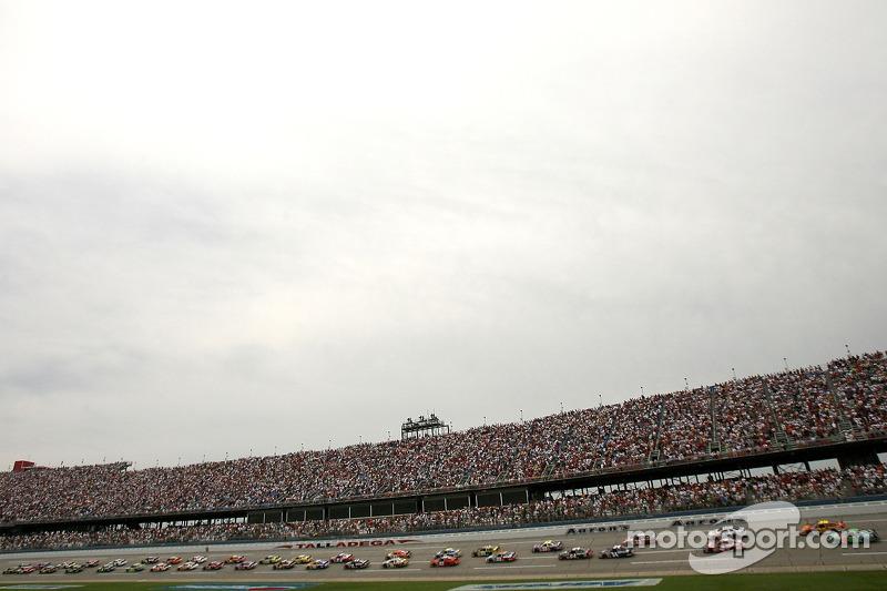 Vue générale du départ de la NASCAR Busch Series Aaron's 312