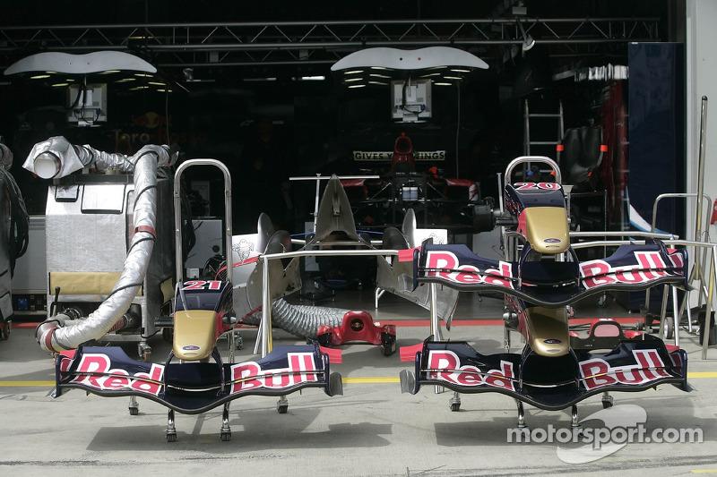 Les nez des voitures Scuderia Toro Rosso