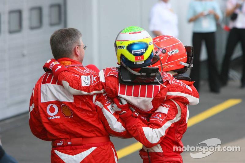 Le vainqueur Michael Schumacher avec Ross Brawn et Felipe Massa