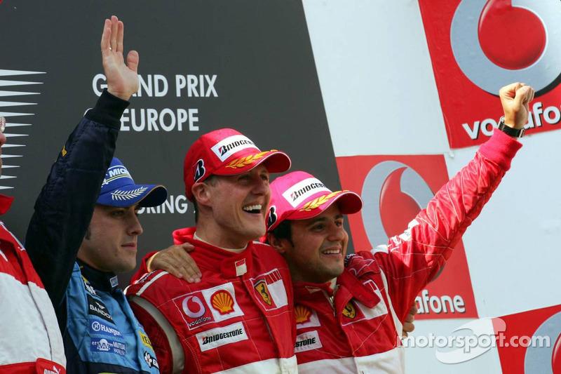 Podium: le vainqueur Michael Schumacher avec Fernando Alonso et Felipe Massa