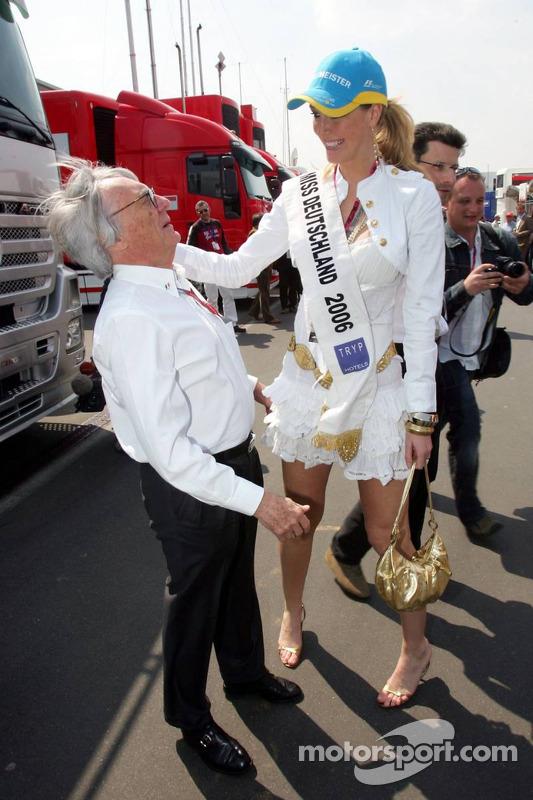 Bernie Ecclestone et Miss Allemagne