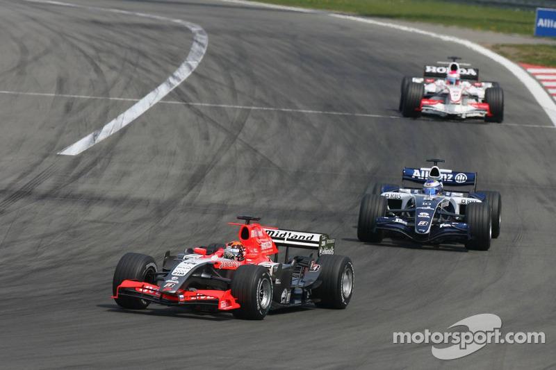Christijan Albers devant Nico Rosberg