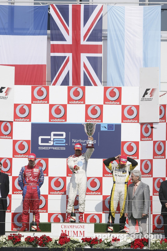 Lewis Hamilton premier, Nicolas Lapierre deuxième, Jose Maria Lopez troisième