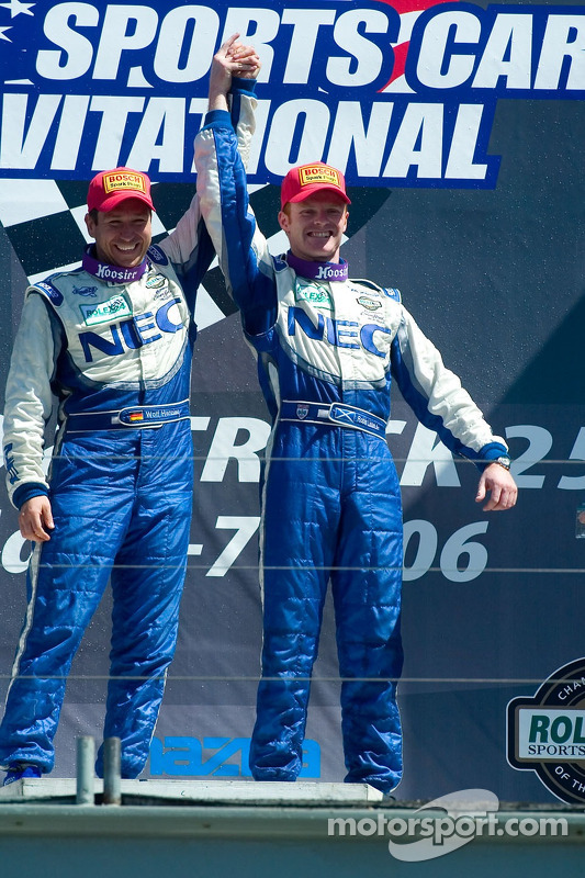 Les vainqueurs GT  Robin Liddell et Wolf Henzler