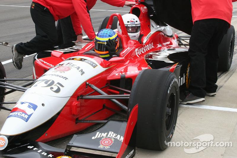 Samuel Bodman fait un tour dans une voiture deux places avec Davey Hamilton