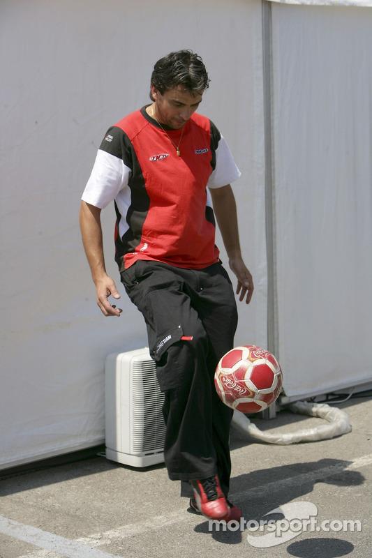 L'équipe BCN Competicion joue au football