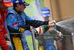 Podium: champagne for Giancarlo Fisichella