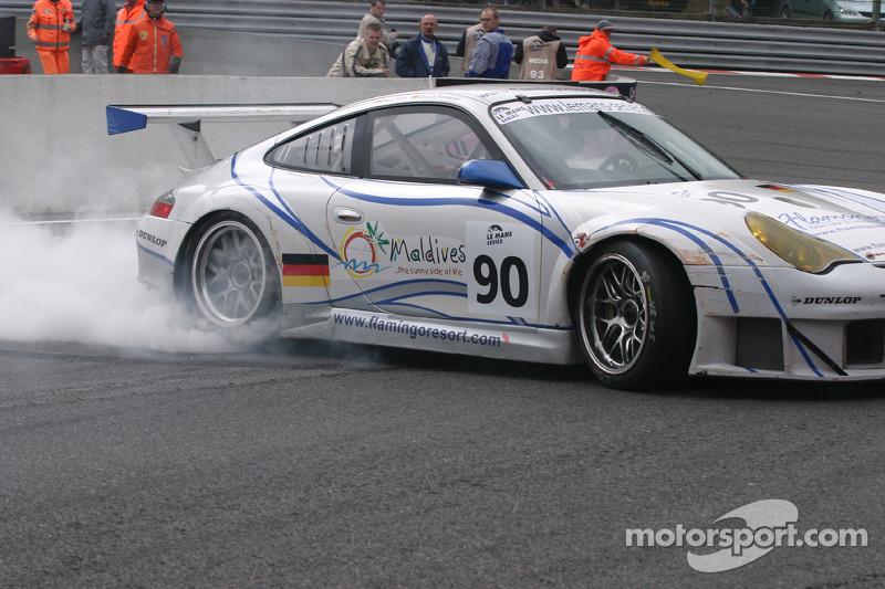 #90 Farnbacher Racing Porsche 996 GT3 RSR: Pierre Ehret, Dominik Farnbacher fait un tête-à-queue dans La Source