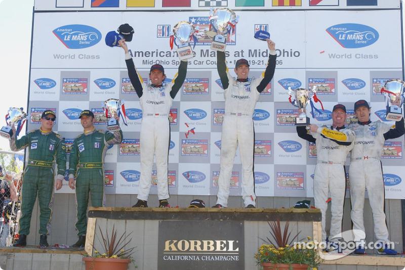 Podium LMGT1: les vainqueurs Olivier Beretta et Oliver Gavin, deuxième place, Ron Fellows et Johnny