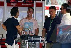 Ralf Schumacher visits the Toyota garage with some friends