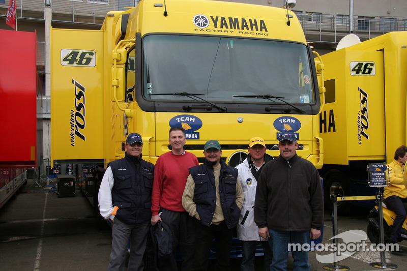 Devant le camion de Valentino Rossi