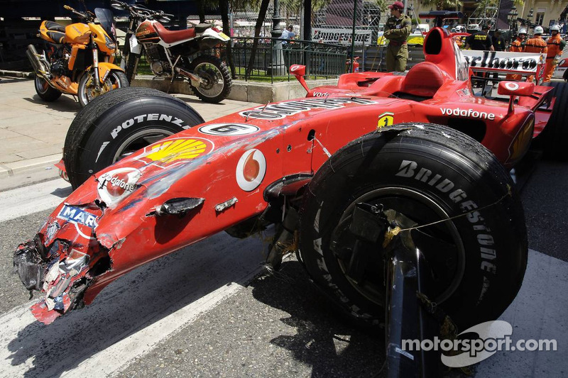 Felipe Massa accidenté dans le mur