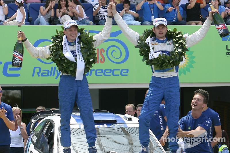 Podium: les vainqueurs Marcus Gronholm et Timo Rautiainen