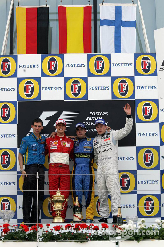 Podium: le vainqueur Fernando Alonso, deuxième place, Michael Schumacher, troisième place, Kimi Räikkönen
