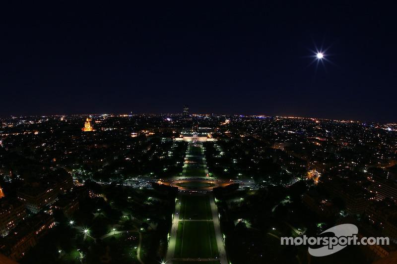 Paris la nuit: le Champ-de-Mars