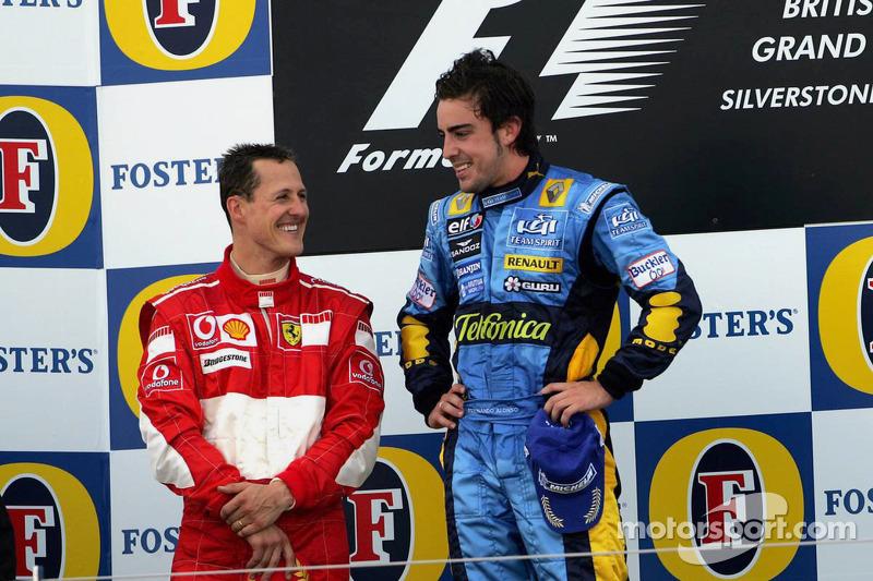 Podium: le vainqueur Fernando Alonso et le deuxième Michael Schumacher