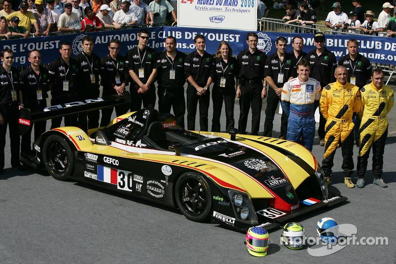 Julien Briché, Frédéric Hauchard, Patrice Roussel et l'équipe Welter Gérard posent avec la WR Peugeot