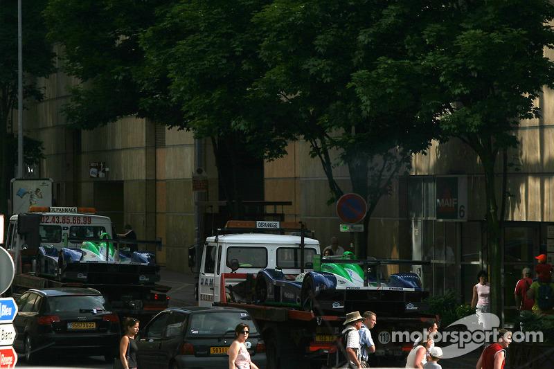 Les voitures Pescarolo Sport Pescarolo C60 Judd coincées dans le trafic
