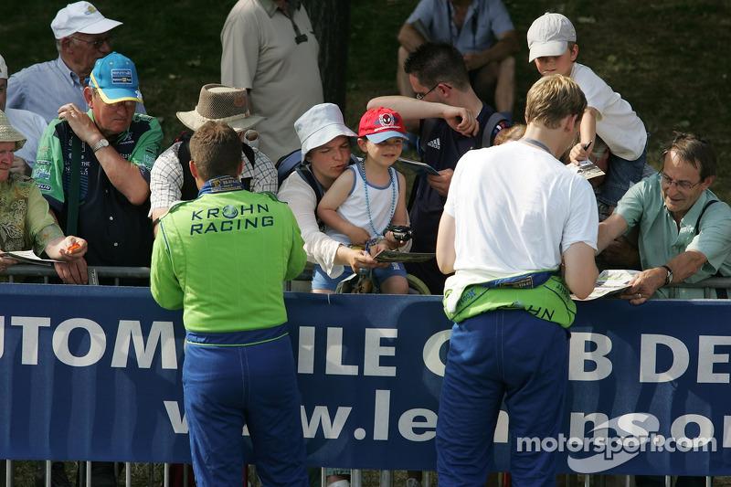 Nic Jonsson et Jorg Bergmeister signe des autographes