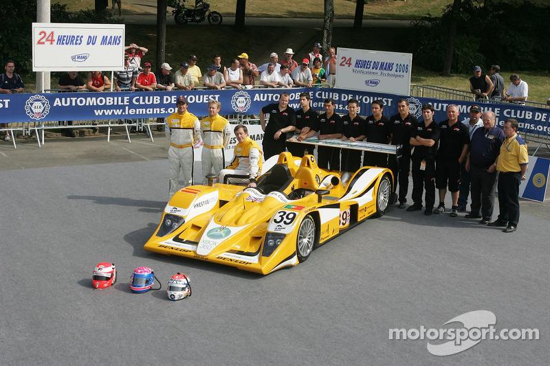 Miguel Amaral, Miguel Angel Castro, Angel Burgueno et l'équipe Chamberlain - Synergy Motorsport avec la Chamberlain - Synergy Motorsport Lola B06-10 AER