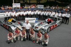 Audi Sport Team Joest Audi R10: Allan McNish, Rinaldo Capello, Tom Kristensen, Marco Werner, Frank Biela, Emmanuele Pirro, Audi-Sportchef Wolfgang Ulrich