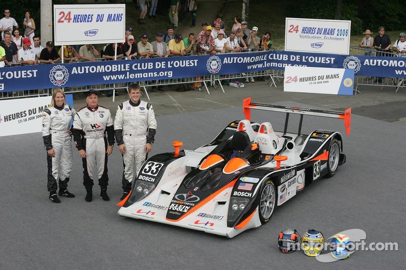 Clint Field, Liz Halliday, et Duncan Dayton avec la Intersport Racing Lola B05/40 AER