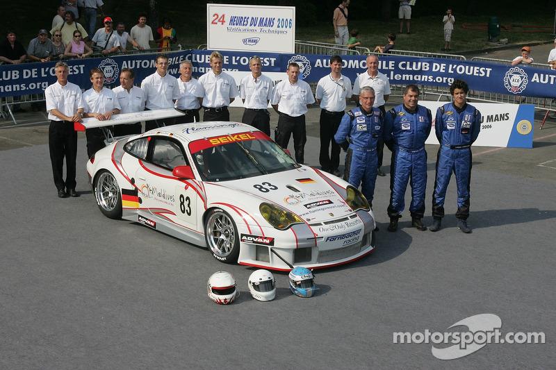 Pierre Ehret, Dominik Farnbacher, Lars-Erik Nielsen, et l'équipe Seikel Motorsport avec la Seikel Motorsport Porsche 911 GT3 RSR