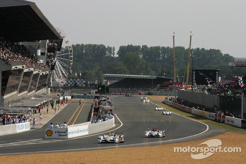 Premier tour: #7 Audi Sport Team Joest Audi R10: Allan McNish, Rinaldo Capello, Tom Kristensen devan