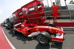 La Ferrari à l'inspection technique