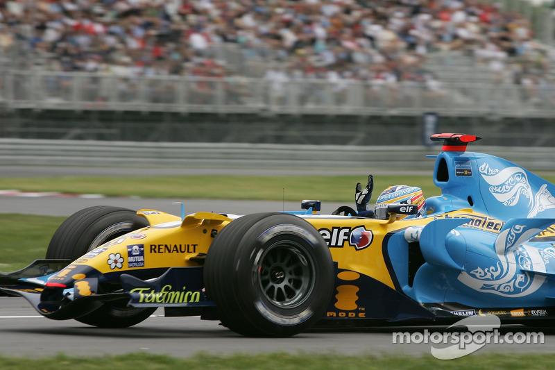 Fernando Alonso acclame les fans au premier tour