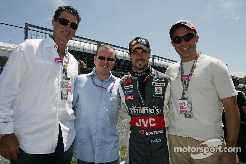 Alex Shnaider, Tiago Monteiro et des invités de l'équipe Midland F1
