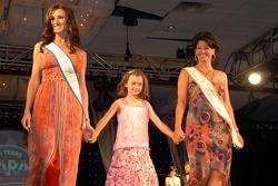 Mme Indiana 2006 Justine Kaldahl,Mme Nationale 2005 Cheryl Applewhite Huizinga et sa fille Holyn