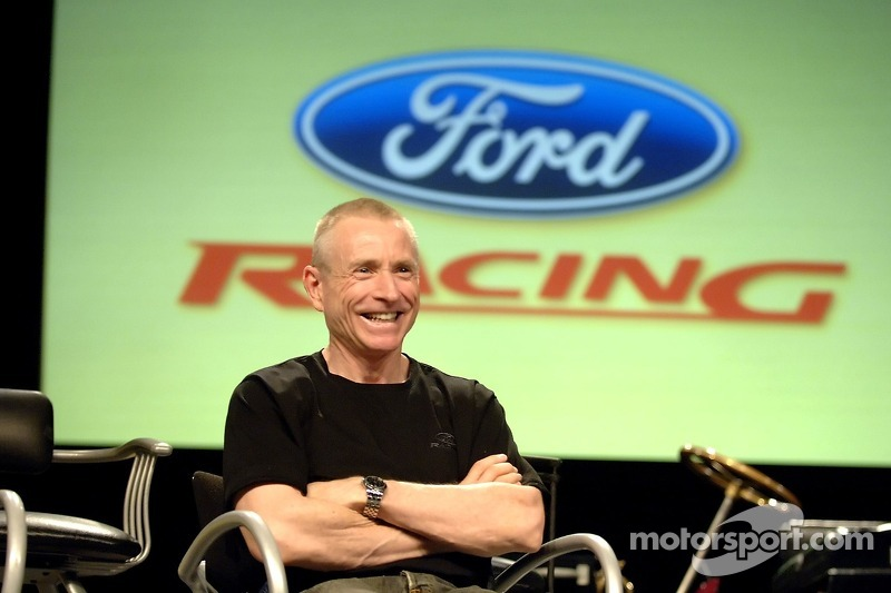 Mark Martin participe à un pep rally d'employé à Ford World Headquarters