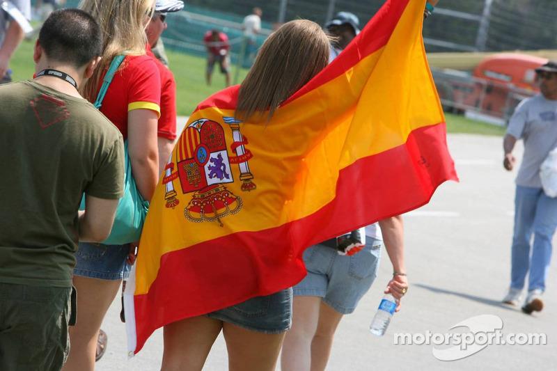 Des fans de Fernando Alonso sur le circuit