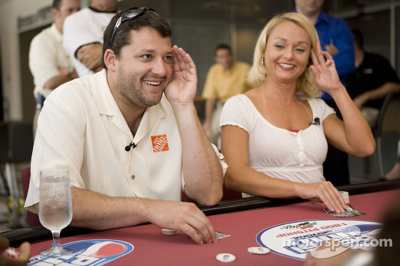 Tony Stewart plays poker with a reporter from the FOX TV affiliate in Orleto