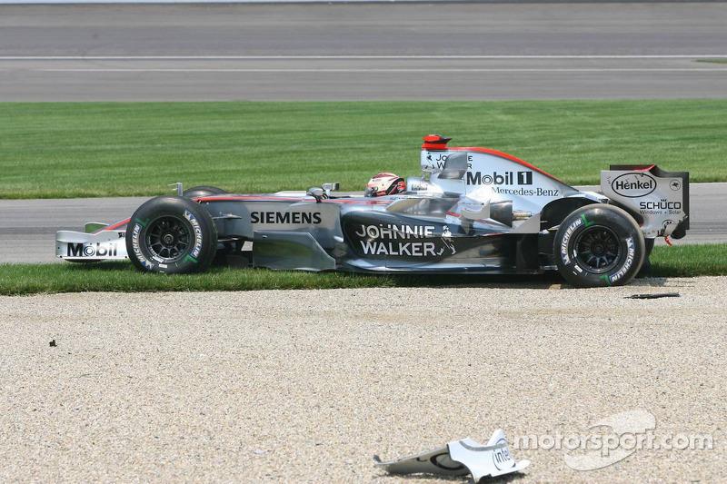 Accident au premier virage : Kimi Räikkönen
