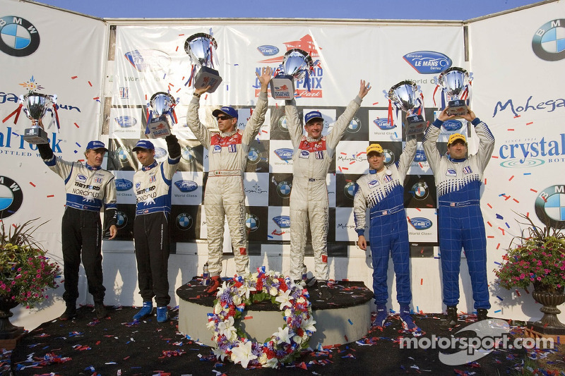 Podium du LMP1 : les grands vainqueurs Rinaldo Capello et Allan McNish, avec en seconde place Chris McMurry et Michael Lewis, et en troisième place James Weaver et Butch Leitzinger