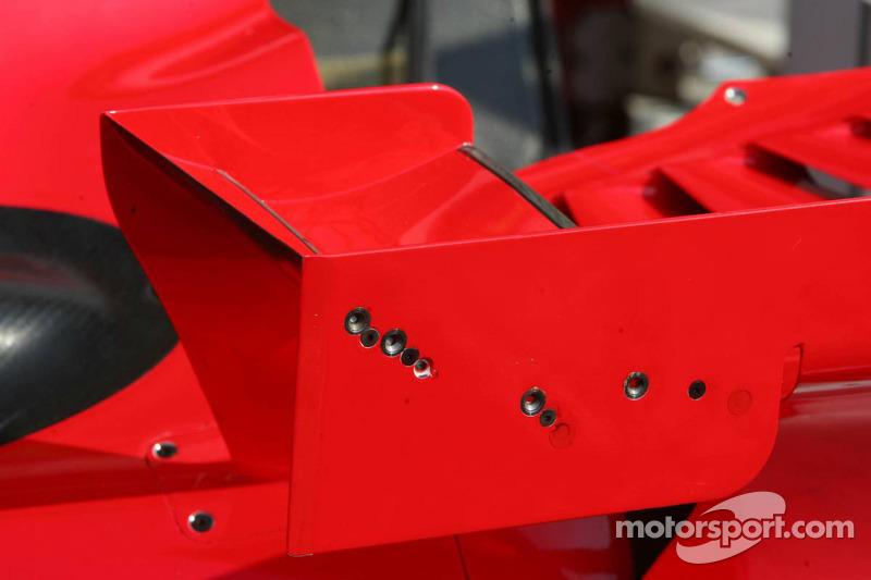 Les ailerons réglables sur les petits ailerons de la F2006 Ferrari