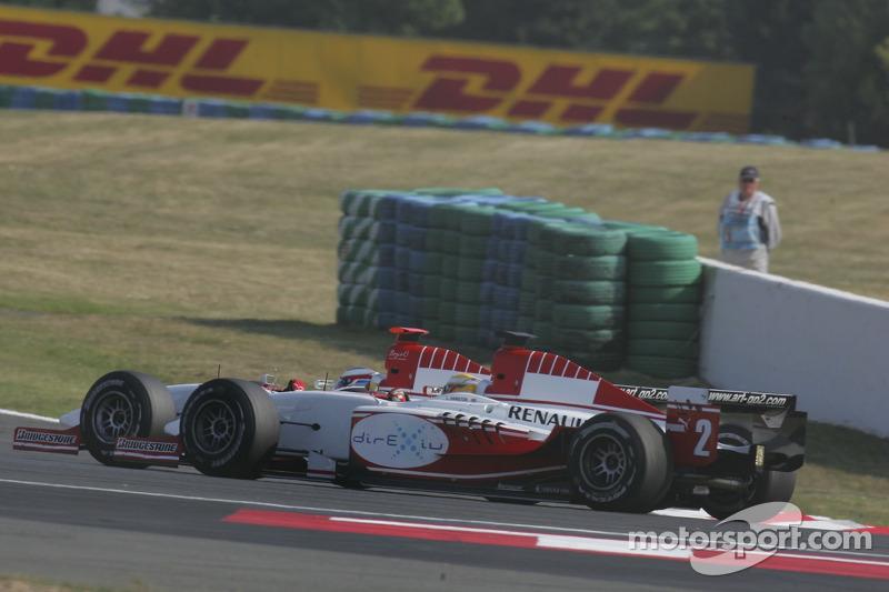 Alexandre Premat passe devant Lewis Hamilton