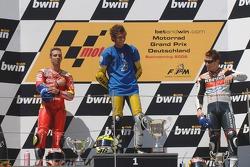Podium: Sieger Valentino Rossi, 2. Marco Melandri, 3. Nicky Hayden