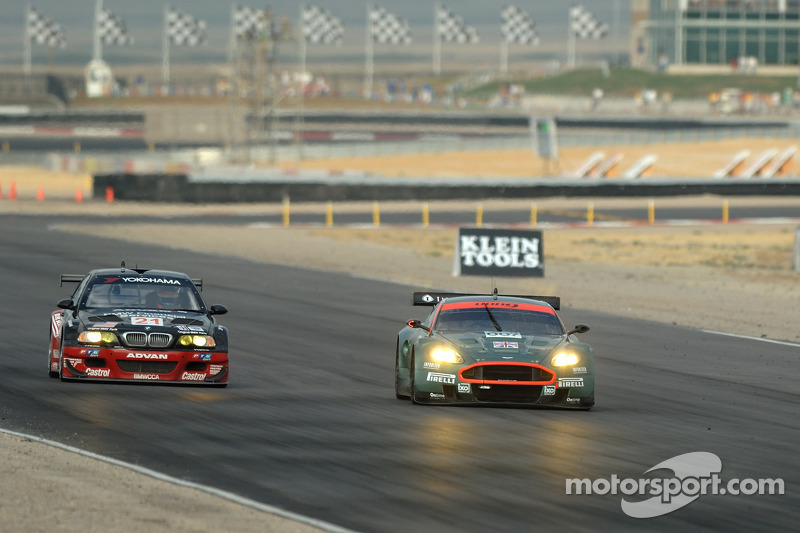 #21 Team PTG BMW E46 M3: Bill Auberlen, Joey Het et #007 Aston Martin Racing Aston Martin DB9: Tomas Enge, Darren Turner